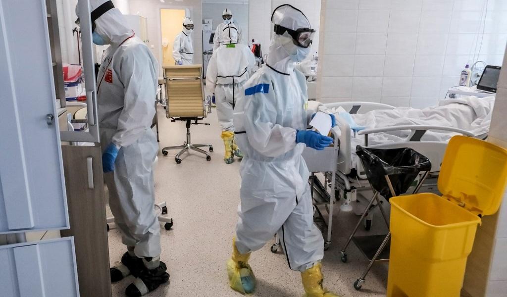 कोरोना पीडित बिरामीको उपचारमा संलग्न तीन चिकित्सकले अस्पतालको झ्यालबाट हामफाले