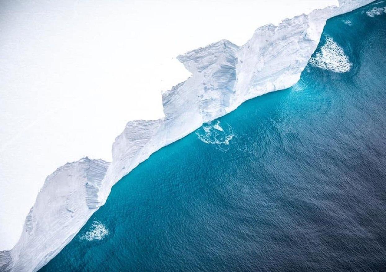 खिचियो विश्वकै ठूलो हिम चट्टानको तस्वीर [नियालौँ ६ तस्वीर]