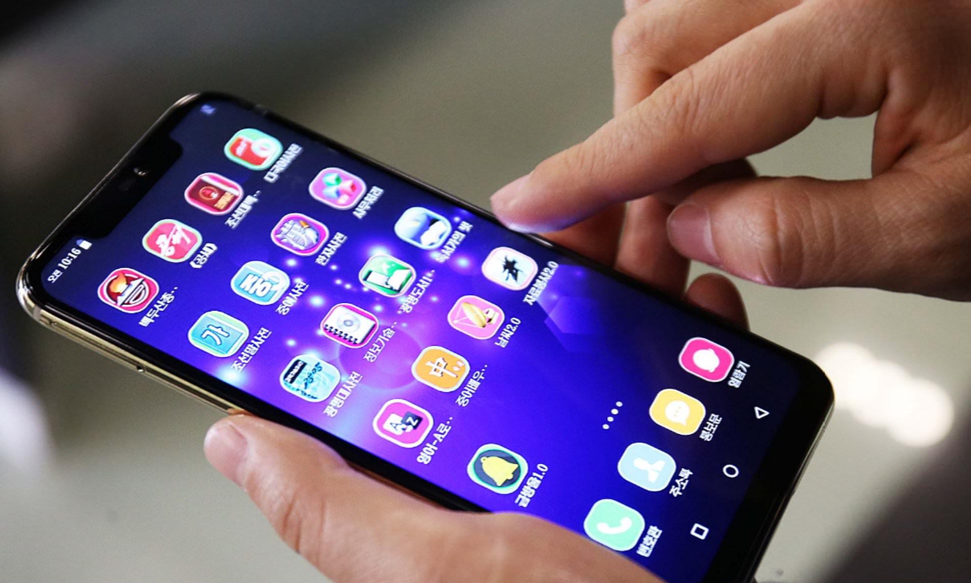 स्मार्टफोन प्रयोग गर्दै हुनुहुन्छ ।  यी कुरामा पनि ध्यान दिनुहाेस्