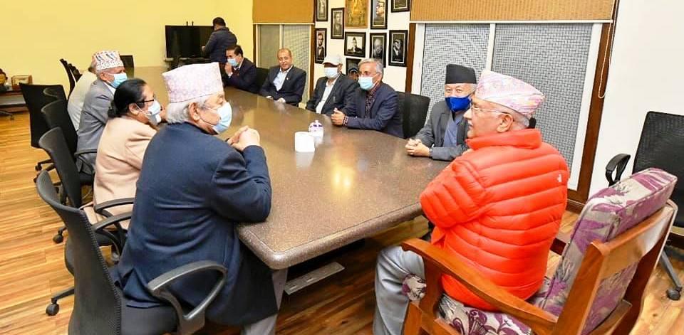 ओलीले वामदेवलाई दिए संसदीय दलको बैठकको निम्तो