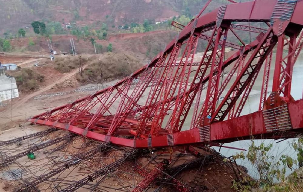 हावाहुरीले उडायो निर्माणाधीन पुल