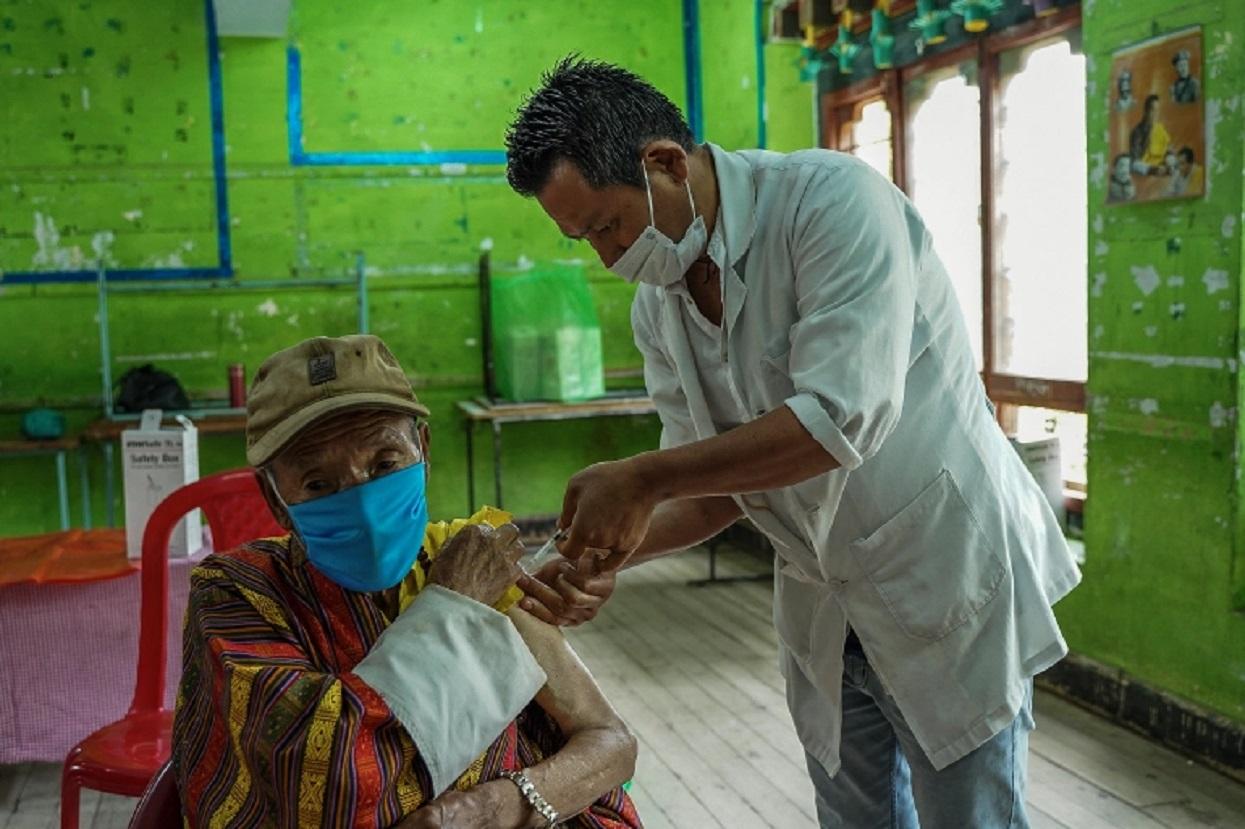 प्रधानमन्त्रीसहित तीन मन्त्री मेडिकल क्षेत्रका भएको भुटानमा ९० प्रतिशत वयस्कले पाए खोप