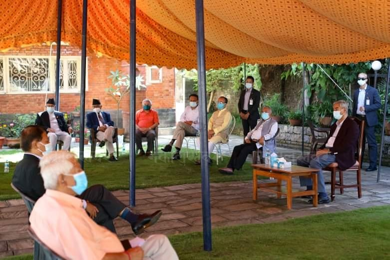 कांग्रेस बैठक : पूर्वनिर्धारित मितिमै महाधिवेशन गर्नुपर्ने नेताहरुको अडान