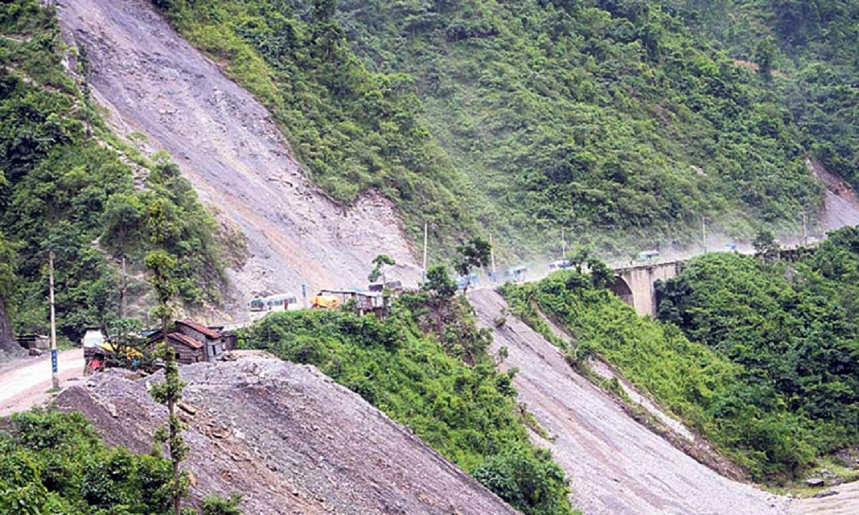 घामपानी दुवैमा नारायणगढ–मुग्लिन सडक जोखिममा