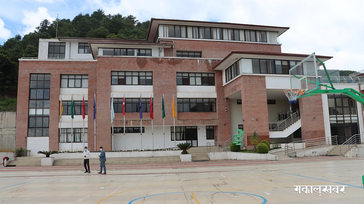 अलि बेग्लै छ काठमाडौँ वर्ल्ड स्कूल