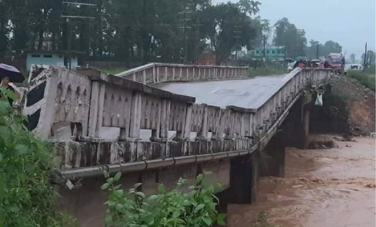 देवदहमा पुल भासियो, पूर्व-पश्चिम राजमार्ग अवरुद्ध