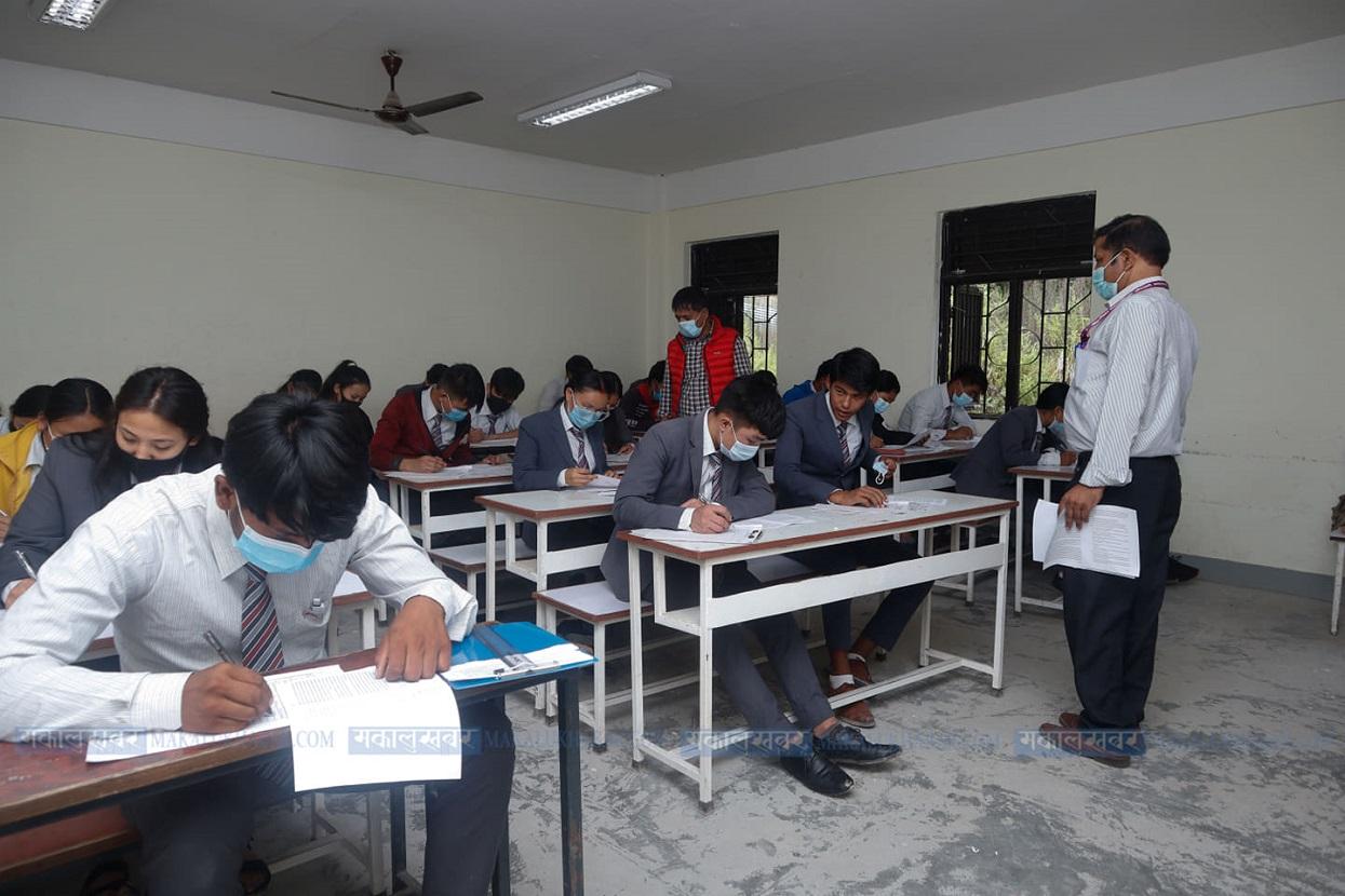 कक्षा १२ को अन्तिम परीक्षा आजदेखि सुरु (तस्बिरहरू)