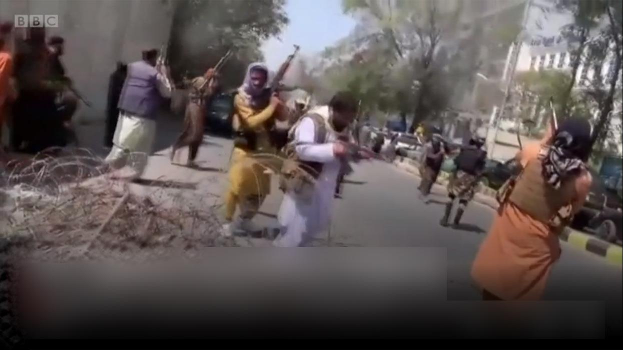 काबुलमा तालिबानद्वारा हवाइ फायर