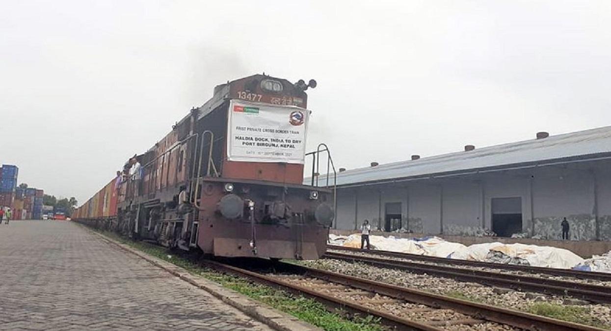 निजी रेलमा पहिलाे पटक नेपाल आयो सामान
