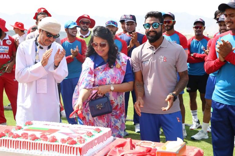 ओमानमा मैदानमै मनाइयो नेपालको संविधान दिवस
