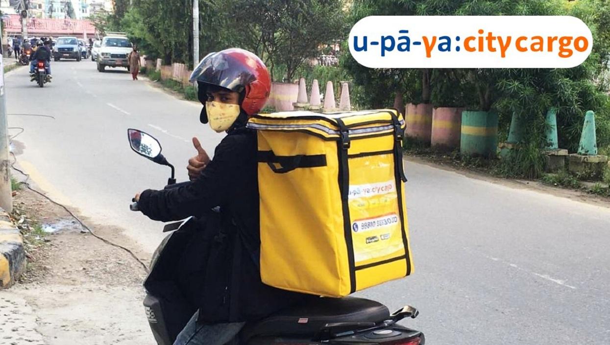 बाइकबाट कार्गो ढुवानी सेवा दिँदै 'उपाय सीटी कार्गो'