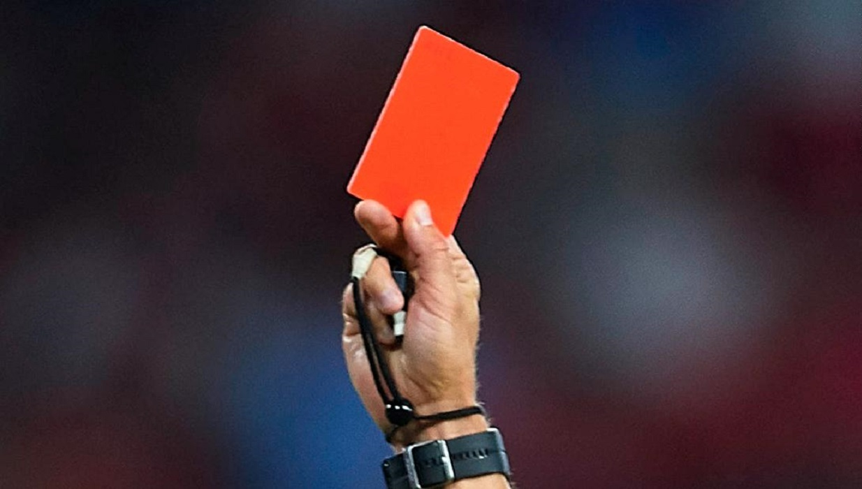 बंगलादेशका गोलकीपरले पाए रातो कार्ड