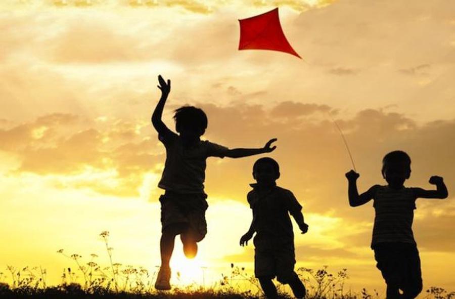 दीपावलीमा चङ्गा उडाउने सपना साँच्दै डोम बालबालिका